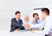 Smilling business people making a deal — Stock Photo