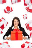 счастливой улыбкой бизнес женщина белый подарок коробку — Стоковое фото