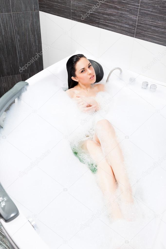 Chica en el ba o de espuma relajante foto de stock for Chicas en el bano