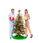 圣诞假期对幸福的夫妻举行赠送礼物 — 图库照片