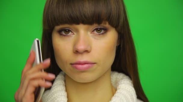 Femme déprimée des appels de téléphone cellulaire — Vidéo
