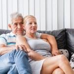 Senior couple watching tv — Stock Photo #43554501