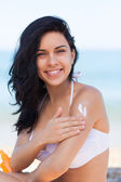 Woman apply sunscreen protection — Stock Photo
