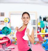 Mulher em sorrisos de ginásio — Fotografia Stock