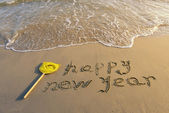 Happy new year written in the sand — Stok fotoğraf