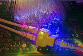 сетевые кабели и крупным планом концентратор с волоконно оптический фон — Стоковое фото