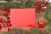 Rode kaart met kerstversiering — Stockfoto