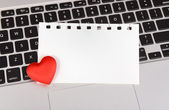 Red hearts and sticky note on Laptop keyboard — Stock Photo