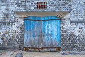 Wall of ancient wooden barn with door — Stock Photo