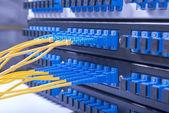 Centro de tecnología con núcleo de fibra óptica equipos parche — Foto de Stock