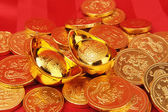 Chinese gold ingot mean symbols of wealth and prosperity — Stock Photo