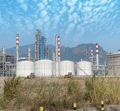 Fabbrica di trasformazione del gas. paesaggio con gas e industria petrolifera — Foto Stock