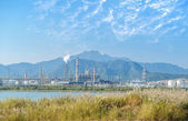天然气处理厂。风景与天然气和石油工业 — 图库照片