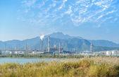 Gasfabriek verwerking. landschap met gas en olie-industrie — Stockfoto