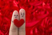 Mutlu bir çift aşık boyalı gülen ve sarılma — Stok fotoğraf