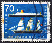 Postage stamp Germany 1965 Sailing Ship and Ocean Liner — Stock Photo