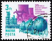 Linea ad alta tensione di Ungheria 1974 francobollo e tubazione — Foto Stock
