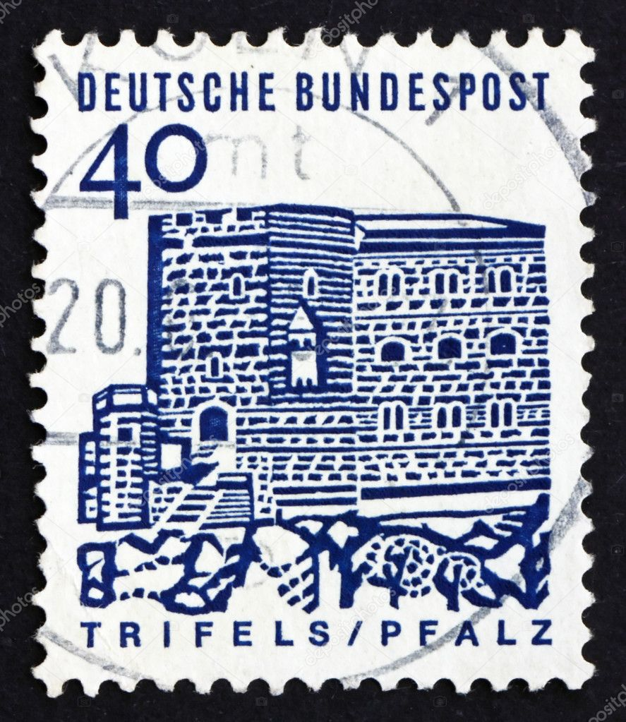 GERMANY - CIRCA 1965: a stamp printed in the Germany shows Trifels Fortress, Palatinate, circa 1965 — Stock Photo #14545363