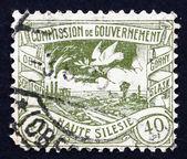 Postage stamp GDR 1920 Dove Flying over Silesian Terrain — Stockfoto
