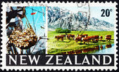 Postage stamp New Zealand 1969 Cargo Hoist and Grazing Cattle — Stock Photo