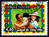 Wysyłki stempel, francja 1996 unicef godło i dzieci — Zdjęcie stockowe