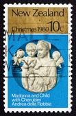 Selo postal da nova zelândia 1980 madona e criança com querubins — Foto Stock