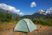Tent in mountains — 图库照片