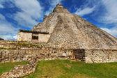Mayan pyramid in Uxmal — Stock Photo