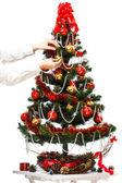 Decorare l'albero di natale — Foto Stock