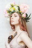 Calm pretty girl with snail and flower crown on head — Stock fotografie