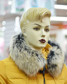 Lady mannequin in yellow fur coat. — Stockfoto