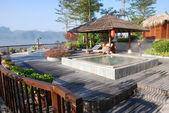 Resort con piscina all'aperto — Foto Stock