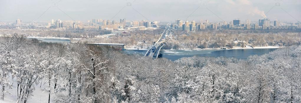 Winter panorama of Kiev and the Dnieper River — Stock Photo #14010335