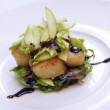 Scallops with lettuce and apples — Stock Photo