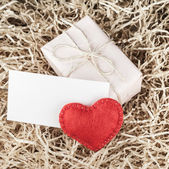 Red heart and gift box — Stock Photo