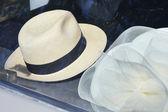 Hat and retro car — Stock Photo