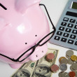 Pig bank and calculator — Stock Photo