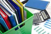 计算器和文件以及业务背景上的钱 — 图库照片