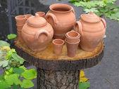 Naczynia gliniane, drewniane wsparcia na jesień — Zdjęcie stockowe