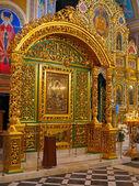 золото ткани интерьер православной церкви — Стоковое фото