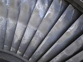 Vecchio pale di turbina a vapore generatore potenza durante il processo di riparazione — Foto Stock