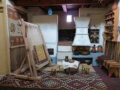 Vintage holz alten webstuhl produzierenden teppich — Stockfoto