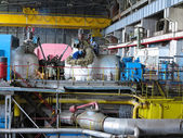 Turbina parowa podczas naprawy maszyn, rury w elektrowni — Zdjęcie stockowe