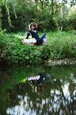 Gelukkig jonge zwangere vrouw buiten — Stockfoto