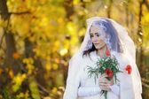 Young attractive bride poppies in the hands — Stok fotoğraf