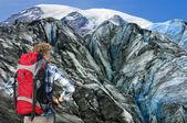 Mountaineer facing his challenge — Stock Photo