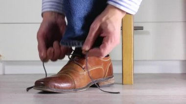 Tying Shoe laces — Stock Video