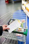 ショッピング カートと食料品 — ストック写真