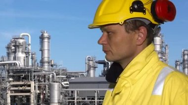 Petrochemical engineer — Stock Video