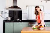 調理食品の女性 — ストック写真